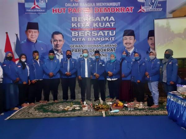 Peringati HUT ke-19 di Tengah Pandemi, DPC Partai Demokrat Kota Malang Bagi-Bagi Sembako