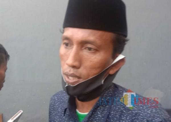 Abd Aziz Anggota Komisi B DPRD Bangkalan saat diwawancari (foto/redaksi bangkalantimes.com)