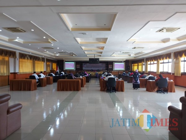 Kondisi di Ruang Majapahit RSSA Kota Malang saat 26 bapaslon menjalani tes psikologi, Rabu (9/9/2020). (Foto: Tubagus Achmad/MalangTimes)