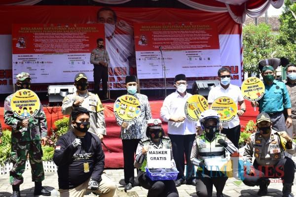 Deklarasi pilkada damai dan kampanye Gebrak Masker digelar Polres Blitar di RTH Wlingi.(Foto : Aunur Rofiq/BlitarTIMES)