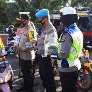 Polresta Kediri Bagikan 85.000 Masker di 25 Titik