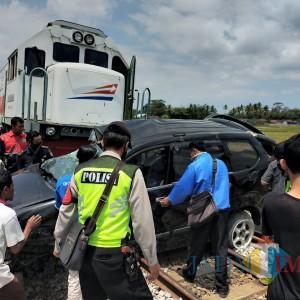 Sempat Jalani Perawatan, Korban Meninggal Laka Maut Mobil vs Kereta Api Bertambah 3 Orang