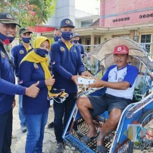 Ajang Silaturahmi, Baksos TKSK Tulungagung Bagi Nasi dan Masker