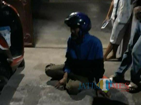 PYN saat ditangkap warga di desa Banjarejo Rejotangan / Foto : Istimewa / Tulungagung TIMES