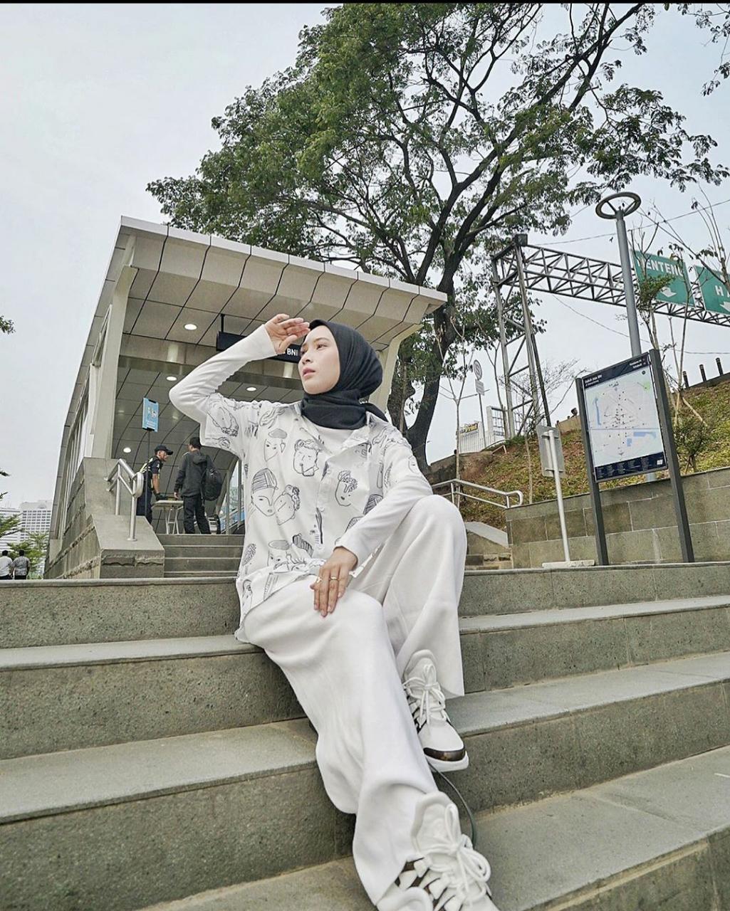 Stylish Hijabers Cantik Dewi Fitri Handayani Punya 5 Paduan Busana Pakai Bawahan Kulot Malangtimes