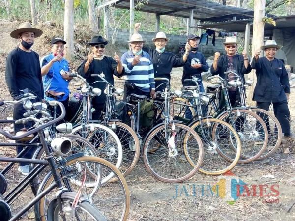 Kelompok Jowo Group yang memilih sepeda turonggo untuk gowes / Foto : Mas Soekono / Tulungagung TIMES