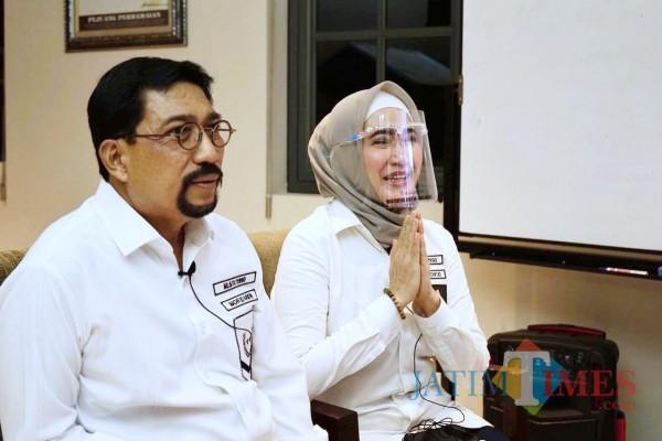 Machfud Arifin bersama istri