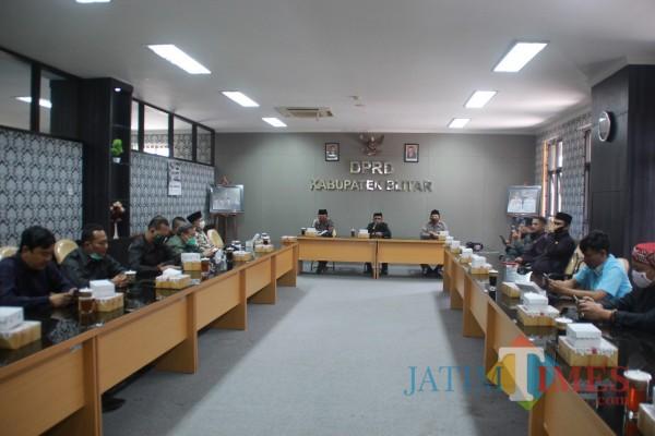 DPRD Kabupaten Bojonegoro saat agenda kunker ke DPRD Kabupaten Blitar (Foto: Aunur Rofiq/BlitarTIMES)