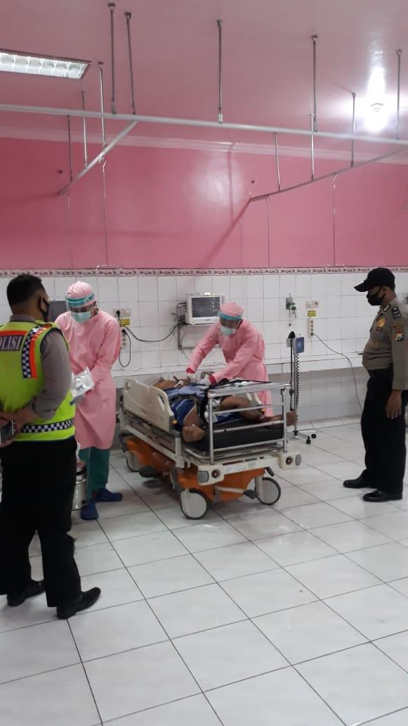 Pelaku penusukan di Jombang saat dirawat di RSUD Jombang. (Istimewa)