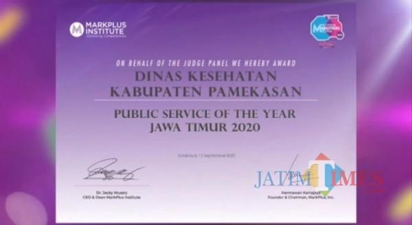 Piagam Public Service of The Year Jawa Timur 2020 di ajang Indonesia Marketeers Festival (MarkPlus Inc) 2020.