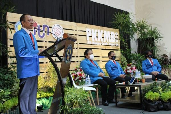 Rektor ITN Malang Dr Ir Kustamar MT (atas podium). (Foto: istimewa)
