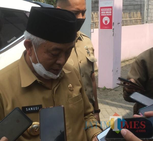 Bupati Malang HM Sanusi (pakai peci) saat menanggapi perubahan PKPU nomor 4 tahun 2017 (Foto : Dokumen MalangTIMES)