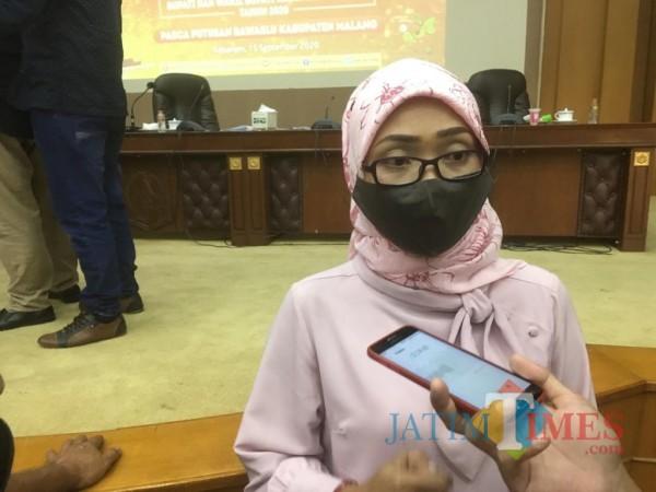 Ketua KPU Kabupaten Malang, Anis Suhartini, saat menanggapi perubahan PKPU nomor 4 tahun 2017 (Foto : Ashaq Lupito / MalangTIMES)