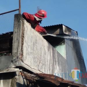 Rumah Nenek 68 Tahun di Kepanjen Terbakar, Tetangga Alami Luka Saat Bantu Padamkan Api