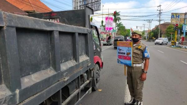 Satpol PP Tulungagung sosialisasikan Pergub Nomer 53/2020 (dok. Pol PP Tulungagung)