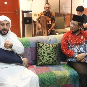 Dijenguk Mahfud MD, Syekh Ali Jaber Sampaikan Pesan ini untuk Joko Widodo