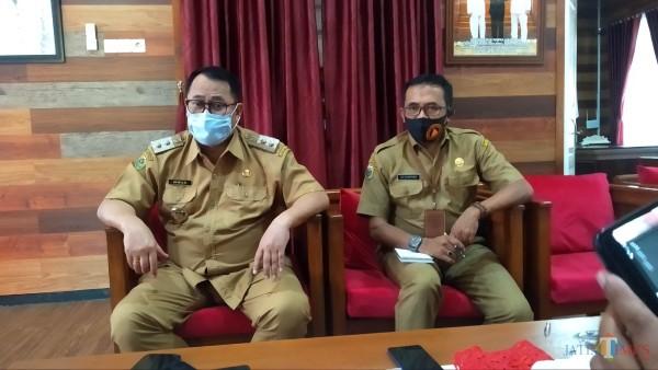 Wakil Bupati Bondowoso Irwan Bachtiar Rahmat didampingi Sekretaris BPBD Adi Sunaryadi (Foto: Abror Rosi/JatimTimes)