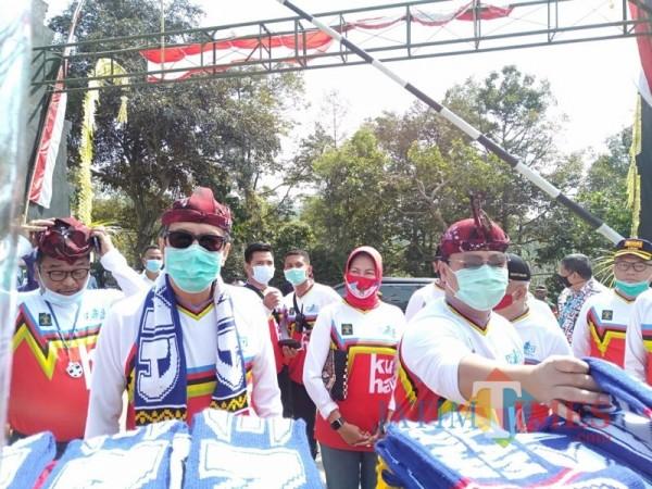 Menkumham Yasonna Hamonangan Laoly (depan, paling kiri) saat tiba di SAE L'SIMA