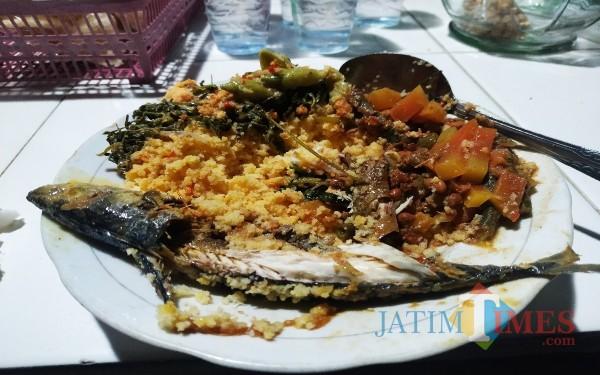 Sore di Tulungagung Nikmati Nasi Ampok Jagung, Enaknya Bikin Nyaman di Perut