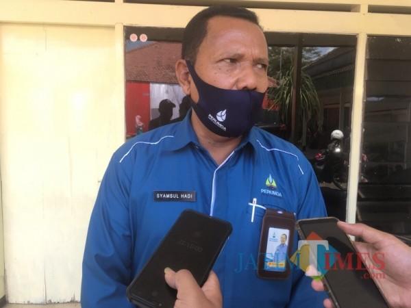 Dirut Perumda Tirta Kanjuruhan Kabupaten Malang, Syamsul Hadi saat menjelaskan perencanaan SPAM baru di Sungai Lesti (Foto : Ashaq Lupito / MalangTIMES)