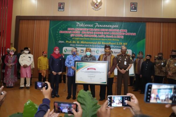 Pencanangan zona integritas WBK, WBBM Kantor Kementerian Agama Kota Malang, Kamis (17/9). (Foto: Humas Pemkot Malang).