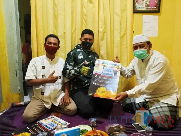 Penyerahan secara simbolis wifi gratis dari PKS untuk masyarakat dan pelajar di Ketawanggede, Kota Malang. (Istimewa).