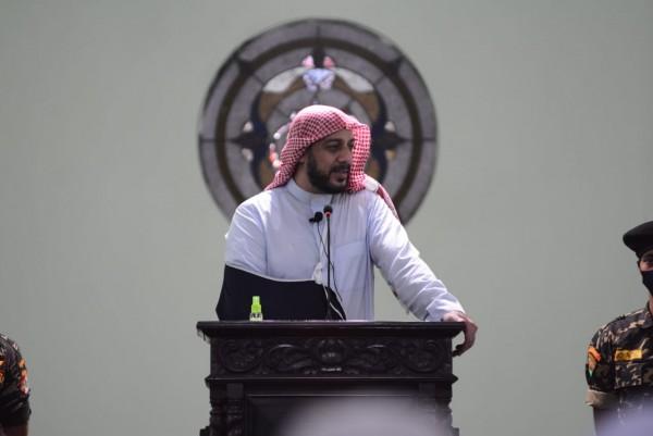 Syekh Ali Jaber saat memberikan tausiah kepada jamaah (Hendra Saputra)