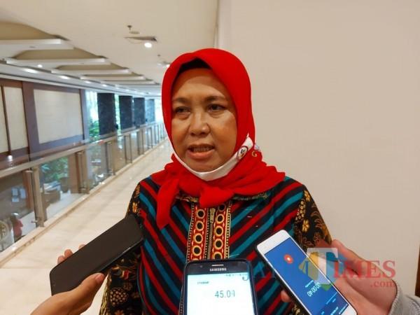 Ketua DPC IBI Kabupaten Malang, Endah Pujiati saat ditemui awak media di salah satu hotel di Kota Malang, Kamis (17/9/2020). (Foto: Tubagus Achmad/MalangTimes)