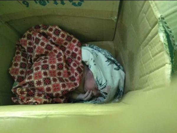 Warga Sumenep Temukan Bayi Dalam Kardus Dekat Puskesmas Gapura