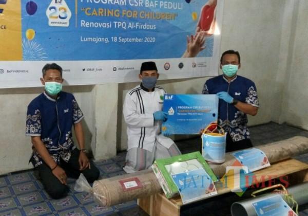 Penyerahan CSR oleh Bussan Auto Finance di Lumajang (Foto : Doc BAF / Jatim TIMES)