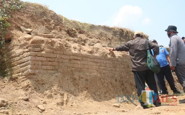 Struktur bangunan purbakala yang diduga bagian dari sisa kompleks bangsawan kuno masa kerajaan. (Foto : Adi Rosul / JombangTIMES)
