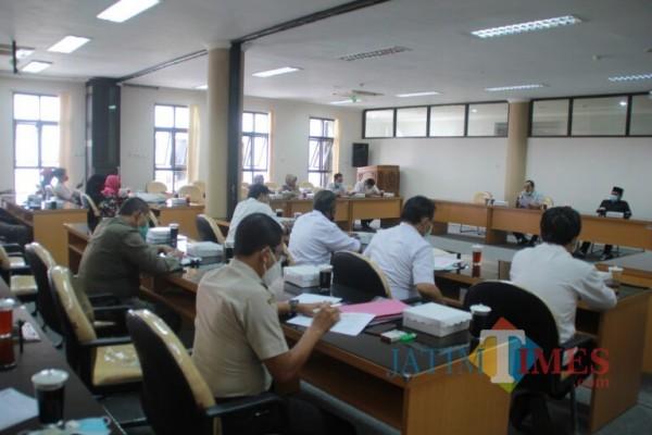 Hearing Komisi II DPRD Kab Blitar dengan pedagang pasar Srengat dan Stakeholder.(Foto : Aunur Rofiq/BlitarTIMES)