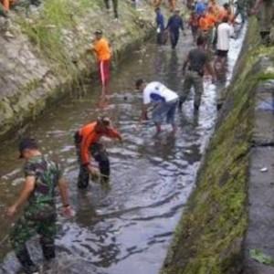 Pemkot Madiun Geber Kebersihan Aliran Sungai jelang Musim Hujan Tiba