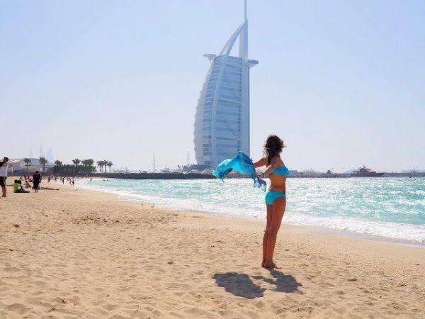 Turis wanita berbikini (Istimewa)
