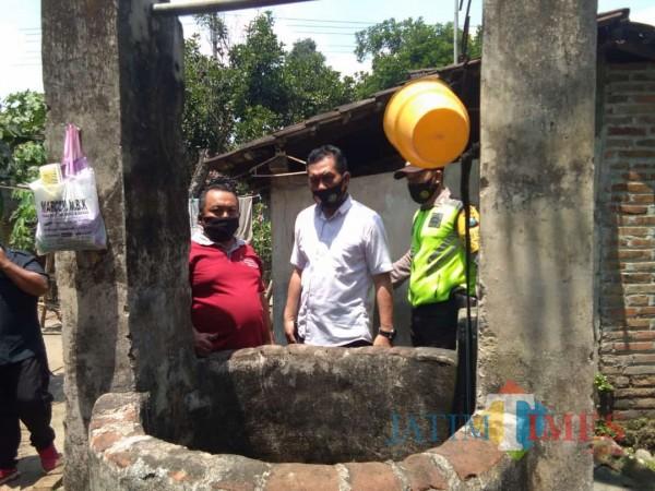 Polisi melakukan olah TKP di lokasi korban Agus Susanto tercebur sumur