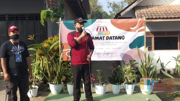 Kepala Desa Pandanajeng, Muhammad Edy Mansyur saat meresmikan Pasar Minggu (Pipit Anhgraeni/MalangTIMES).