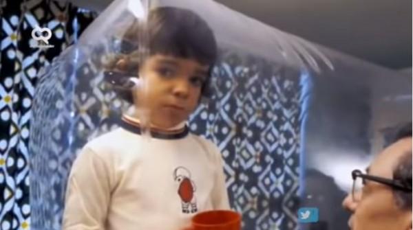 Bocah hidup di gelembung plastik (Foto: YouTube Daftar Populer)