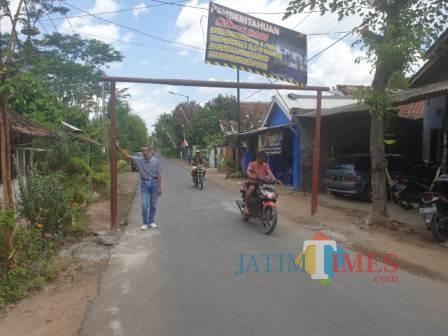 Portal Permanen yang terpasang di Jalan Merak, yang menghubungkan Desa Jubung dan Desa Dukuhmencek (foto : istimewa/ JatimTIMES)