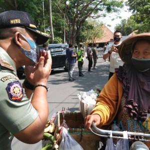 Tindak Pelanggar Operasi Yustisi, Petugas Satpol PP Tulungagung Diancam Pidana
