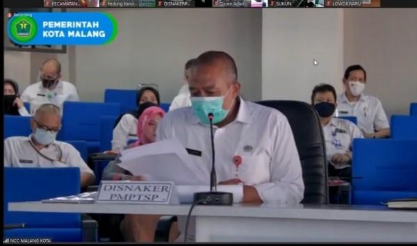 Kepala Disnaker-PMPTSP Kota Malang, Erik Setyo Santoso, ST MT saat menyampaikan sambutan dalam webinar (Istimewa).