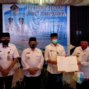 Bupati Rijanto Launching Salam Empat Jari, Warga Sanankulon Urus Adminduk Cukup dari Desa