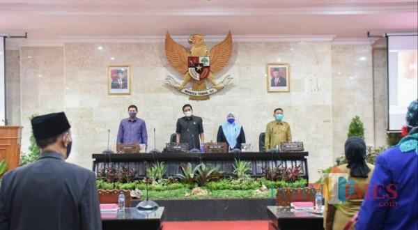 Wali Kota Kediri Abdullah Abu Bakar bersama ketua DPRD Kota Kediri Agus Sunoto mengikuti rapat paripurna.(ist)