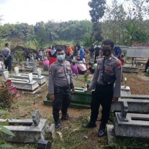 Jenazah Korban Amuk Warga Dimakamkan dengan Pengawalan Polisi
