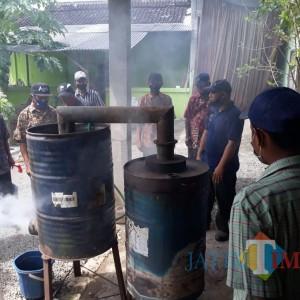 Dispertapa Pemkab Blitar Dorong Petani Tembakau Kuasai Teknologi Pestisida Nabati Asap Cair
