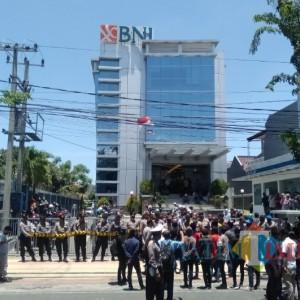 Diduga Banyak Agen BPNT Tak Sesuai Pedum, Aktivis Pamekasan Geruduk Bank BNI