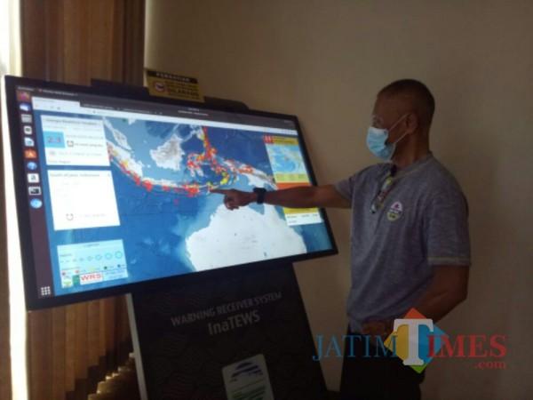 Ini peralatan Warning Reciever System yang ada di Kantor BPBD Lumajang (Foto : Moch. R. Abdul Fatah / Jatim TIMES)