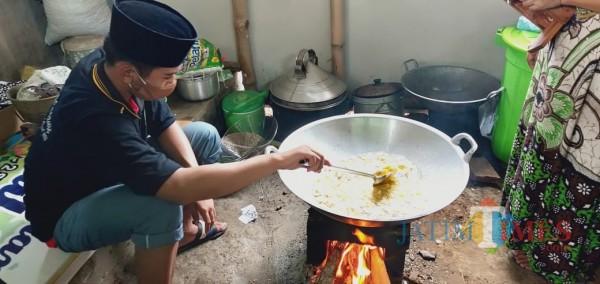 Ponpes Manarul Qur'an Lumajang Hidupkan Koperasi dan Produksi Makanan Olahan