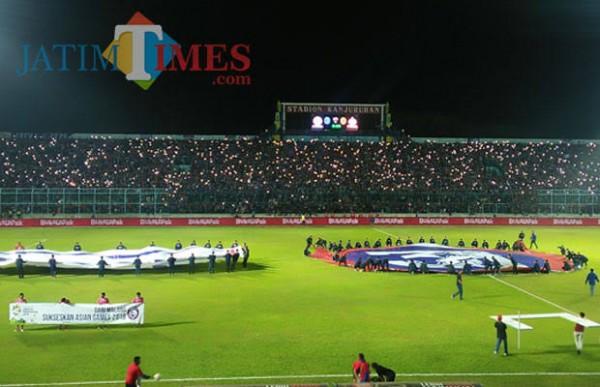 Aremania ketika memenuhi Stadion Kanjuruhan untuk mendukung Arema FC berlaga (foto dok MalangTIMES)