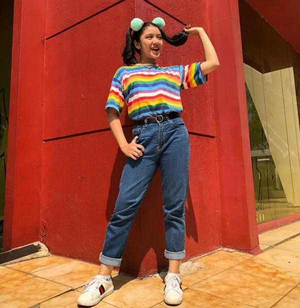 Gaya Tiara Andini Pakai Outfit Colorful Ala 90-an, Ceria dan Playfull