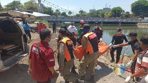 Penemuan mayat di bawah Jembatan Joyoboyo